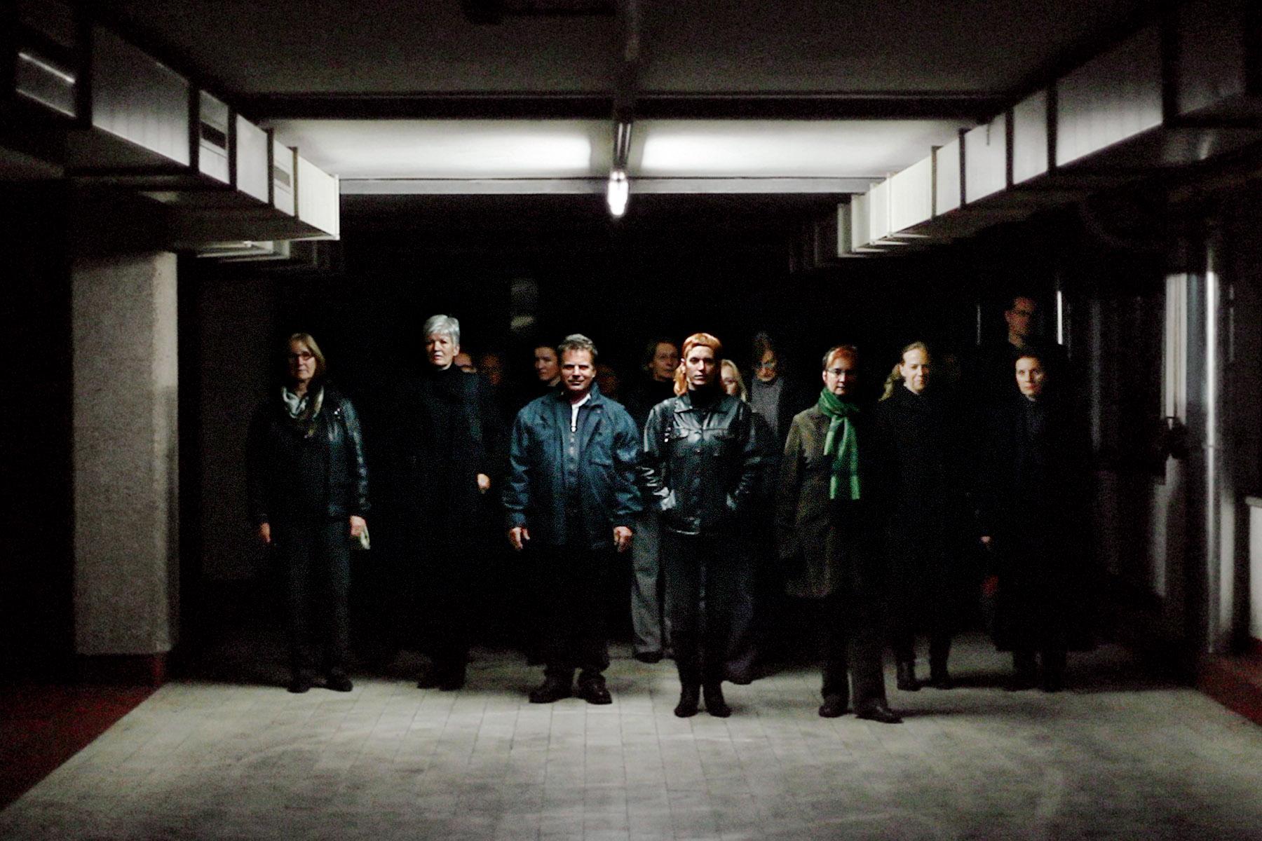 Die ArbeiterInnen verlassen die Fabrik | workers leaving the fac